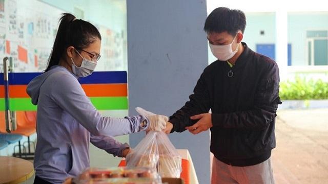 FPT Polytechnic Đà Nẵng trao quà 'tiếp tế' sinh viên trong mùa dịch